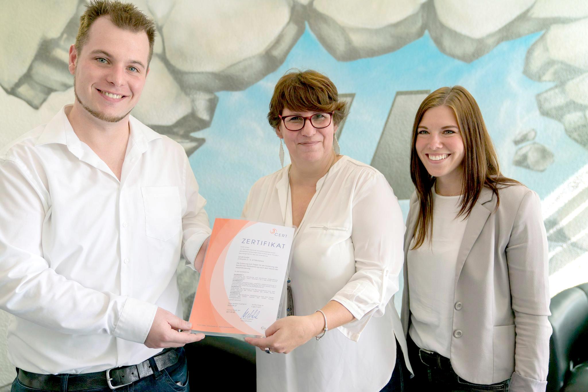Martin Hallmann (links) und Manuela Drießen (mitte) gründeten zuammen Lernstil GmbH