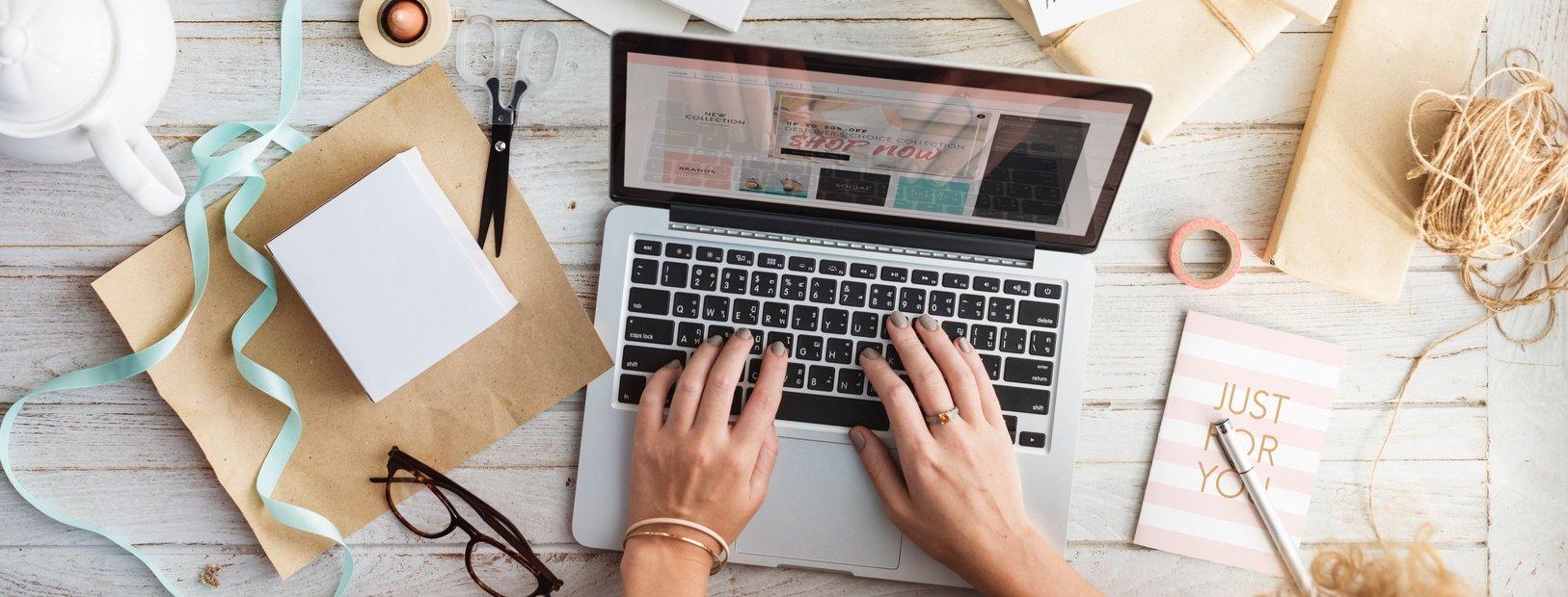 ZZP'er werkt aan haar creatieve webwinkel