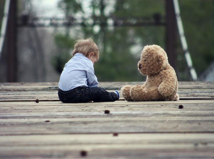 Her er et billede af et barn, som har behov for et testamente