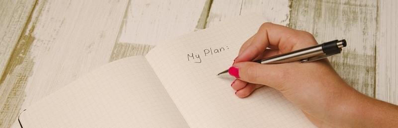 Schrijvende hand, pen en notaboekje