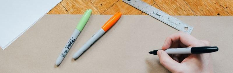 Stiften, meetlat en papier