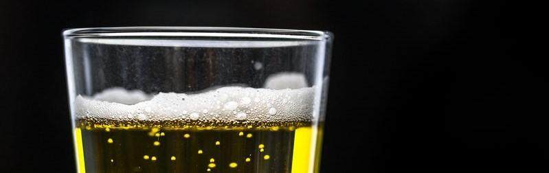 Close-up van een bierglas
