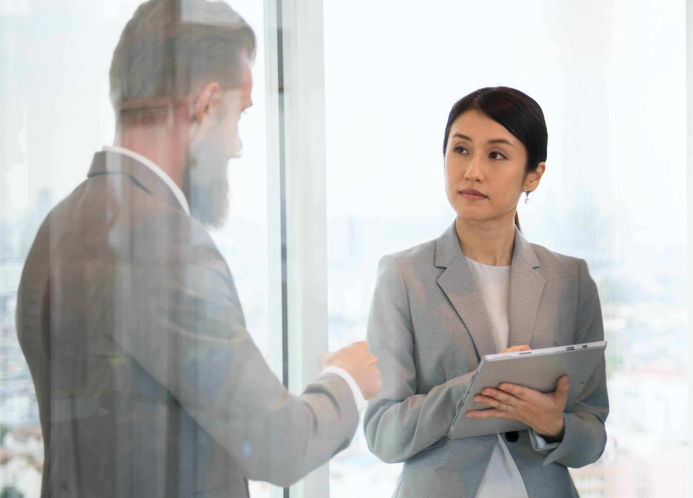Zo berekent en onderhandelt u lonen als werkgever