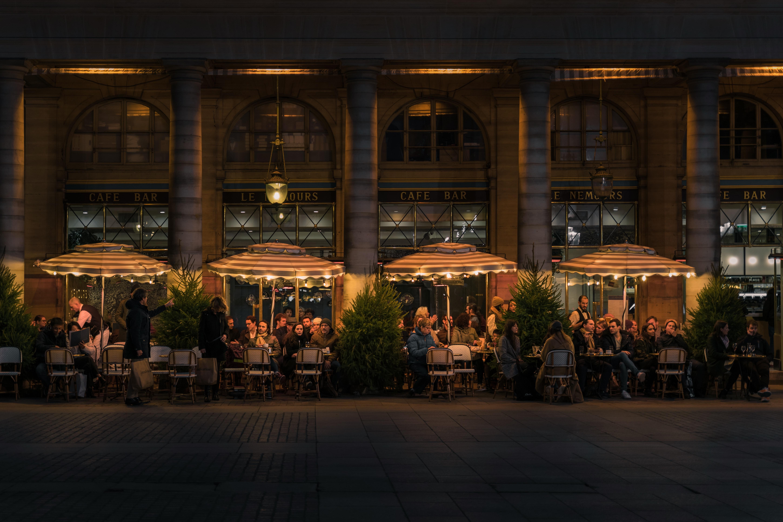 restaurant i eu, der skal følge reglerne for eu-moms, når de udøver ydelser for en dansk restaurant, der ligger fysisk i udlandet.