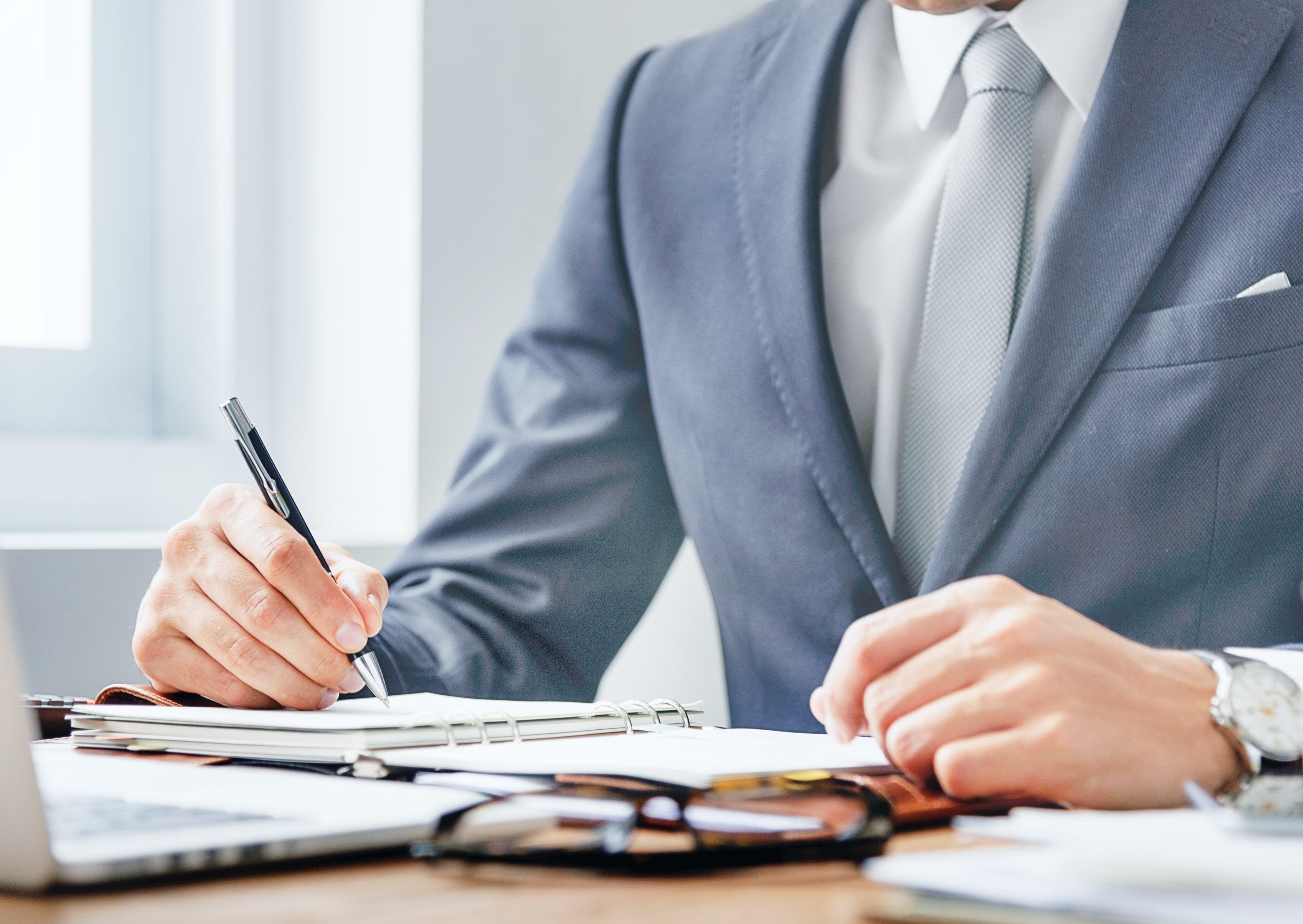 Forskjellen på jurister og advokater