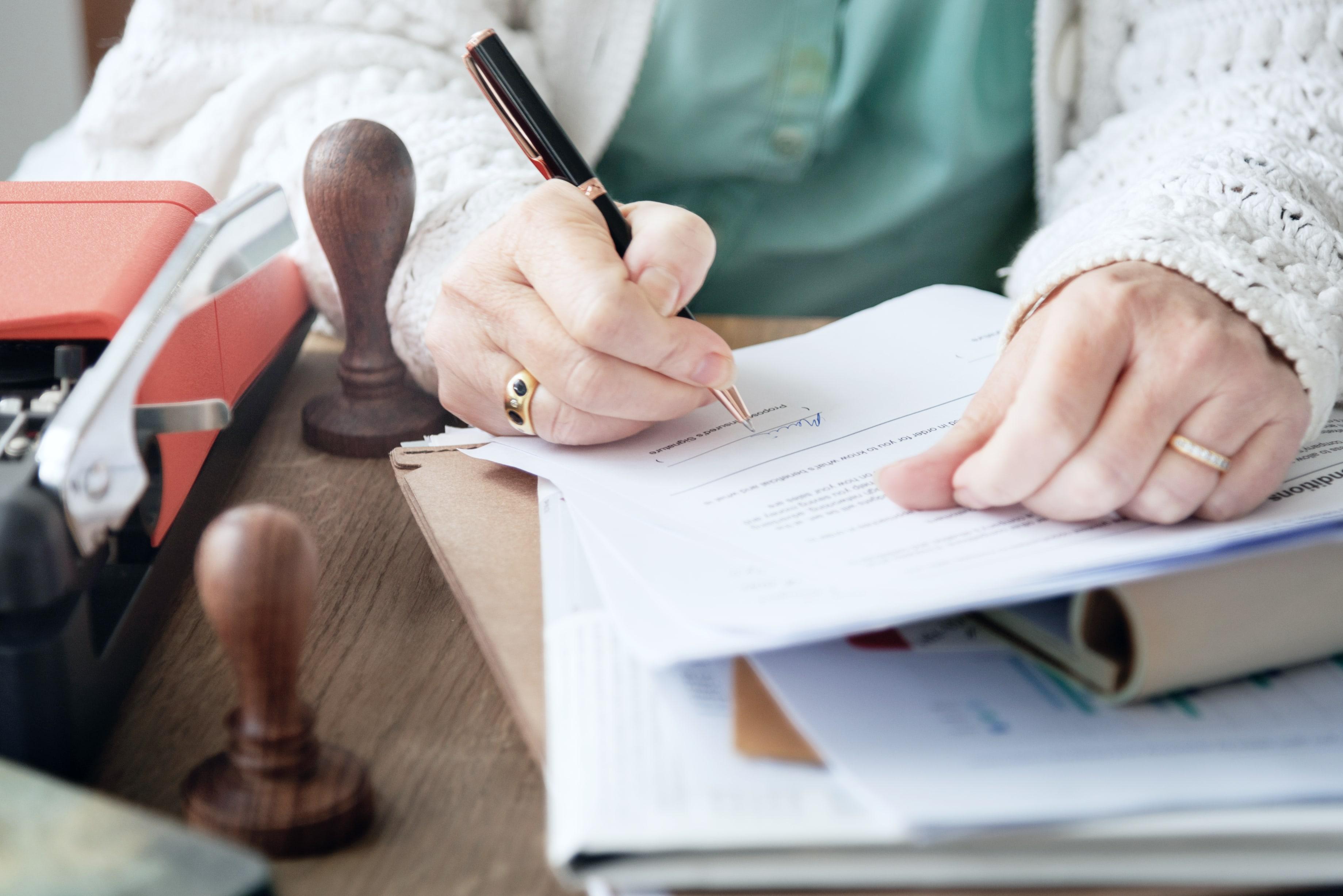 So sparen Sie Steuern – Diese Versicherungen sind steuerlich absetzbar!